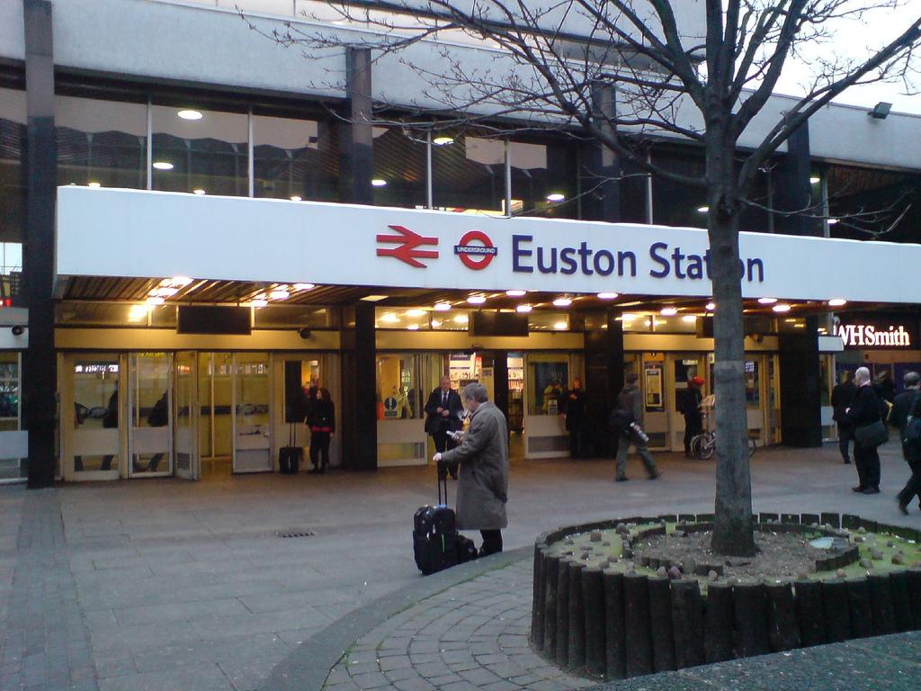 euston station luggage storage london