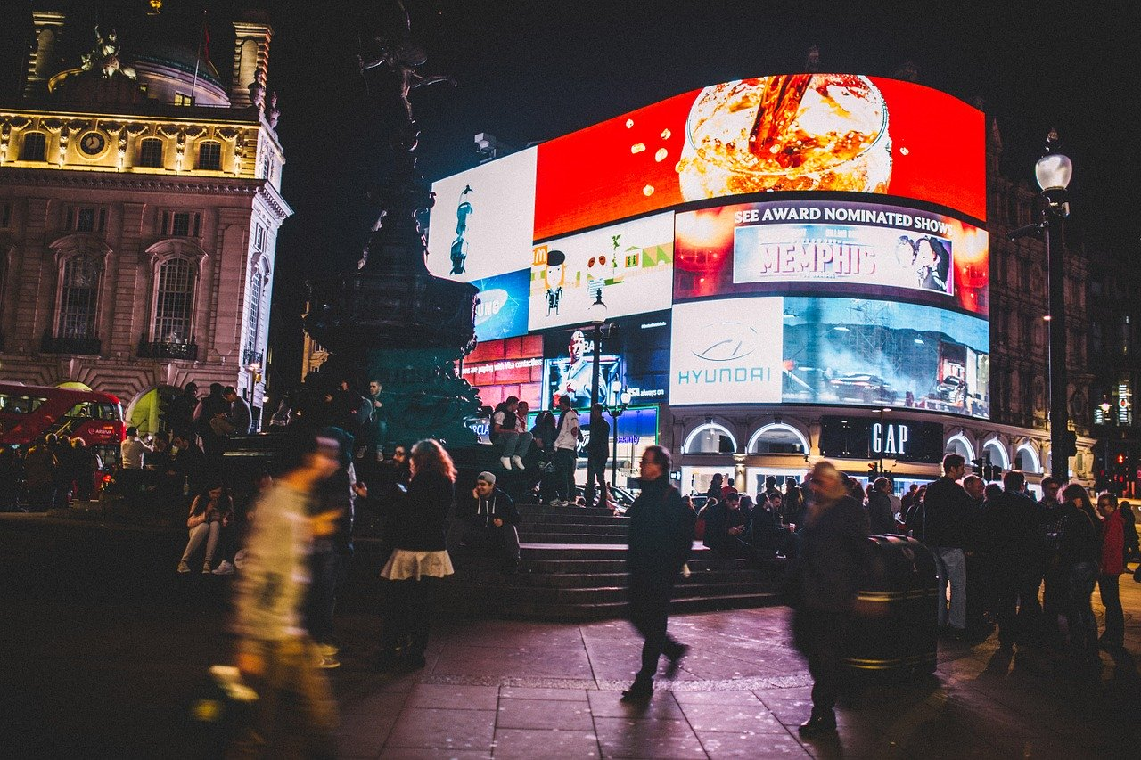 piccadilly circus night london